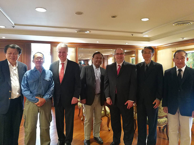 President Alan W. Cramb poses with the group of former Thailand alumni chairs during a visit in March 2017 in Bangkok.