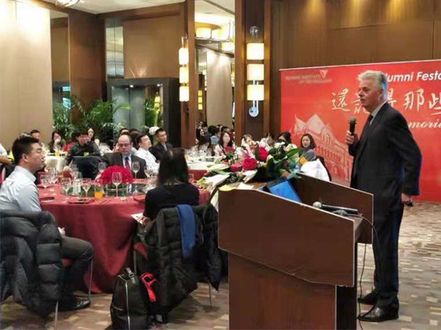 President Alan W. Cramb addresses a group of alumni in December 2018 in Beijing.