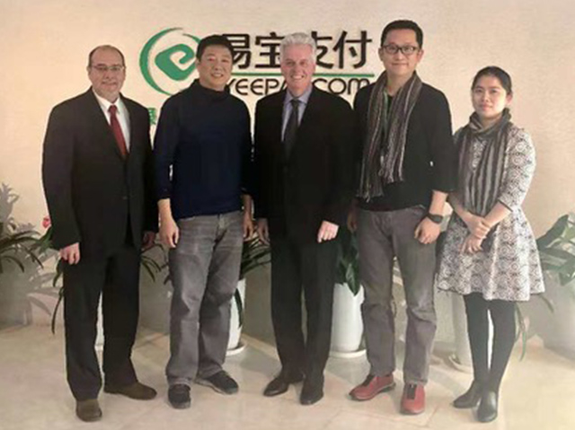 President Alan W. Cramb met with Guo Yu (M.D.S. '00) [left of president] and YeePay Co-Founder, Director of the Board, and Vice President Chen Yu (M.S. CS '95) at YeePay headquarters in Beijing in December 2018.